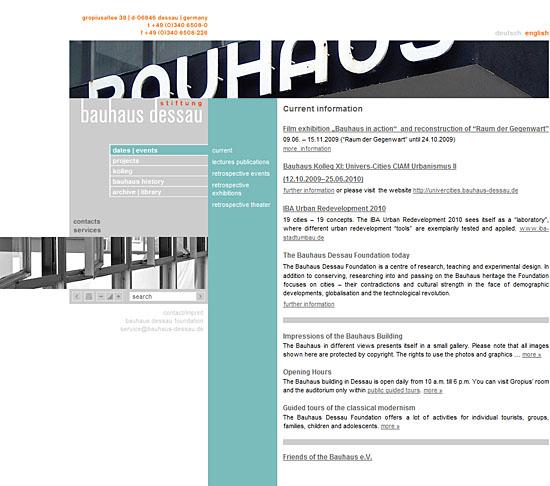 A relação entre a navegação e o layout da interface web considera a identidade visual e funcional da interface